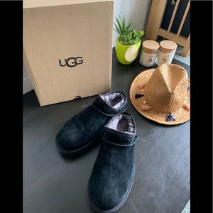 🍂UGG classic suede slippers size 11 🍂
